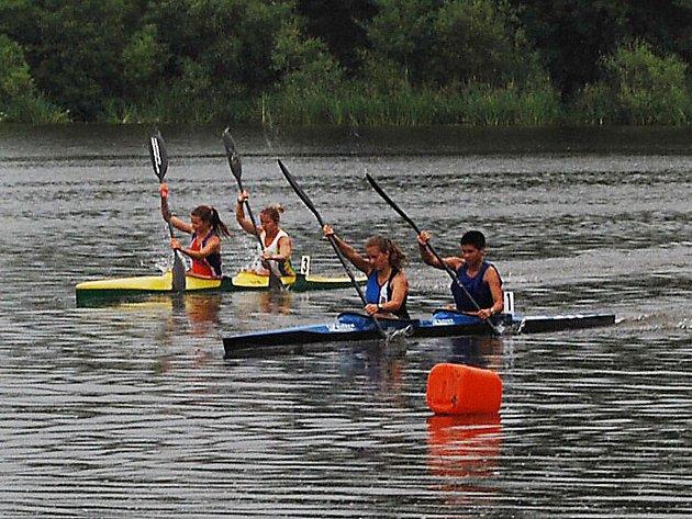 Výborné výkony podaly kajakářky Slavie VŠ Plzeň a Spartaku Sedlec na závodu Českého poháru v Račicích.