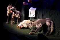 Z představení Pohádky ovčí babičky od Divadla Alfa.
