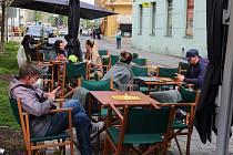 Předzahrádky v centru města po rozvolnění.