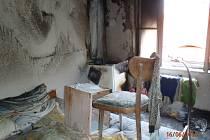 Následky požáru v ubytovně v Malesicích