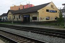 Zastávka v Doubravce je v ostudném stavu. Příští rok bude naštěstí komplexně opravena