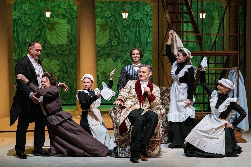 Po devatenácti letech od uvedení posledního zpracování se do repertoáru plzeňského Divadla J. K. Tyla vrací oblíbený muzikál My Fair Lady.