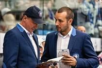 Před hlavním trenérem Michalem Strakou (vlevo) a asistentem Ladislavem Čihákem je další šance, jak s týmem zlomit sérii nepovedených výsledků z úvodu extraligy.
