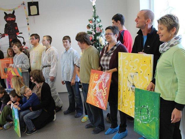 Mikulášská besídka a ukončení projektu Umění bez hranic v Základní škole speciální Diakonie ČCE Merklín