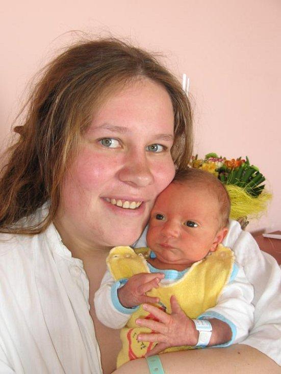 Zuzaně a Josefovi Sokopovým z Plzně se 30. března v 18.03 hod. narodil ve FN v Plzni syn Ládík (3,39 kg/52 cm)