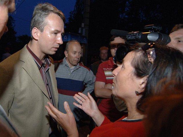 Koordinátor pro komunikaci programu protiraketové obrany Tomáš Klvaňa nakonec odpovídal na dotazy i po oficiálním skončení debaty.