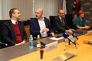 Představení nové koalice, která bude vládnout Plzeňskému kraji. Zleva: Martin Baxa, Josef Bernard, Pavel Čížek a Ivana Bartošová