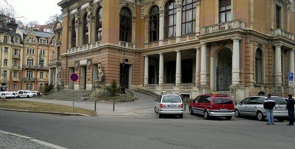 Budova vkarlovarských sadech Karla IV.