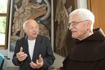 V Plasích vystavuje svá díla malíř Josef Ladislav Jícha.