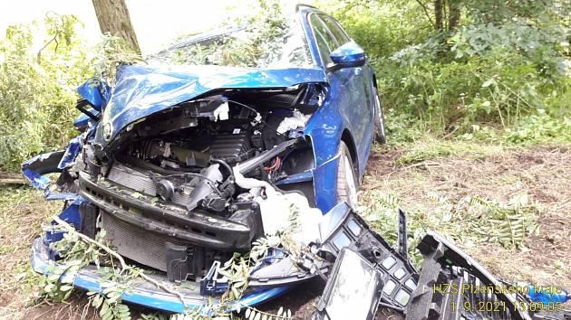 Nehoda mezi Chrástem a Sedleckem.