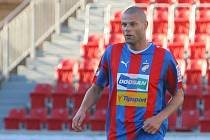 Bývalý fotbalista Viktorie Plzeň, Baníku Ostrava a Sigmy Olomouc David Bystroň spáchal sebevraždu.