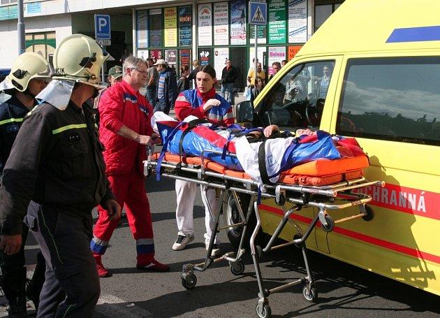Zraněného chodce bylo nutné převézt do nemocnice.
