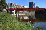 Zástupci města společně s architektem představili hotovou náplavku řeky Radbuzy pod Anglickým nábřežím.