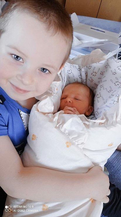 Ema Punčochář z Chlistova se narodila v klatovské porodnici 15. února 2021 v 8:44 hodin (3870 g, 49 cm) rodičům Vendule a Petrovi. Na sestřičku se těšil bráška Kubík.