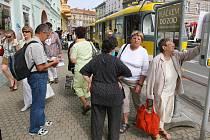 V Palackého ulici se znovu objevily tramvaje. Kvůli špatnému stavu kolejí na křižovatce v sadech Pětatřicátníků teď liny 1, 2 i 4 projíždí křižovatku do města a na Bory právě od Palackého ulice