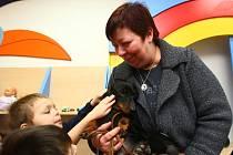 Zuzana Paroubková přivezla dětem do domova v Trnové sladkosti a hračky