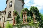 Ruina zámku Veselí.