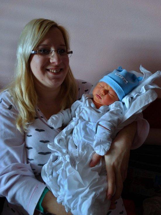 Matyáš Nezbeda se narodil 18. 2. v 9:39 mamince Marii a tatínkovi Václavovi. Po příchodu na svět vážil bráška Vašíka (2) z Plzně 4220 gramů a měřil 52 cm.