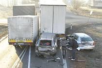 Nehoda dvou nákladních a dvou osobních aut u Losiné