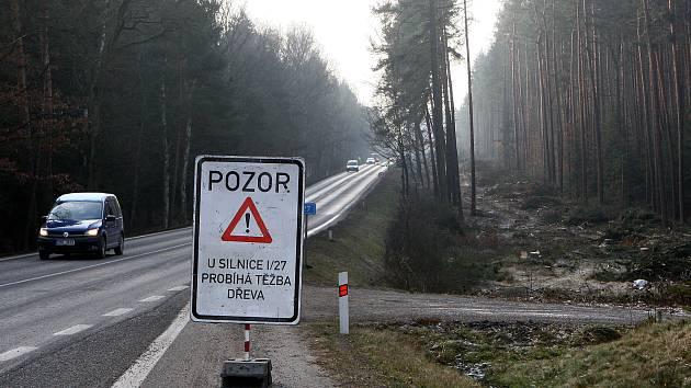 Nad silnicí do Třemošné vznikne nová lávka pro pěší a cyklisty.