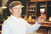 Jan Hlaváček, bývalý dlouholetý sládek a ředitel pivovaru Gambrinus, třetí generace slavné pivovarské rodiny Hlaváčků, jejíž členové pracovali o kvalitu a dobré jméno pivovaru více než 80 let