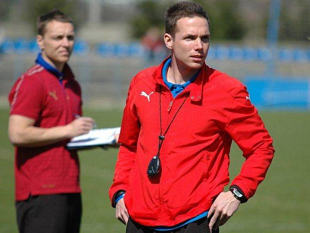 Trenér Jiří Žilák (vpravo) dovedl tým staršího dorostu FC Viktorie Plzeň U18 k prvenství na memoriálu Jaroslava Starky mladšího v Příbrami.