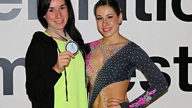 Eliška Fajfrlíková (vpravo).