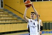 Třemi body přispěl na konto Lokomotivy Matěj Cerha, Plzeňané však podlehli rezervě Nymburku 82:85.