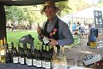 Vinařství Rauš je rodinným moravským vinařstvím , které se může pochlubit edicí červených vín. Produkuje ale i ledová a slámová vína. Na snímku Lukáš Polišenský, který na plzeňský festival vína dojíždí z Moravy pravidelně.