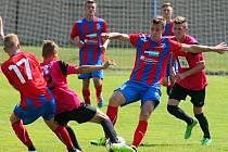 Dorostenci Viktorie Plzeň (v pruhovaných dresech) v duelu se silným celkem Mladé Boleslavi vybojovali cenný bod za remízu 1:1.