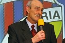 Jiří Sloup převzal na galavečeru ke stu letům FC Viktorie Plzeň cenu za nominaci do jedenáctky století