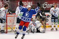 Stovky fanoušků plzeňských indiánů přišly v sobotu dopoledne do ČEZ areny za svým hokejovým týmem