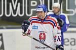 Bývalý fotbalista Horst Siegl z Czech Team 96 se raduje z prvního gólu v charitativním hokejovém utkání fotbalových a hokejových legend na podporu Spolku 28 Mariána Čišovského a Nadace fotbalových internacionálů, 16. prosince v Plzni.