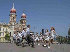 V ulicích Plzně tančí charleston.