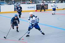Plzeňští hokejbalisté (v bílém) prohráli dvakrát s Kladnem a nevstřelili ani jednu branku.