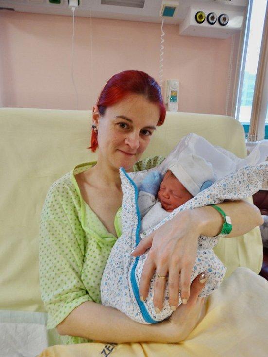 Matyáš Blecha se narodil 27. prosince v18:04 mamince Janě a tatínkovi Markovi zKralovic. Po příchodu na svět vplzeňské FN vážil bráška třináctiletého Ondry a osmileté Viktorky 3080 gramů a měřil 50 centimetrů.
