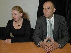 Obžalobu z trestného činu, kvůli které sedávala Lucie Moravcová s Romanem Kohoutem u soudu, už má místostarostka se starostou Druztové z krku