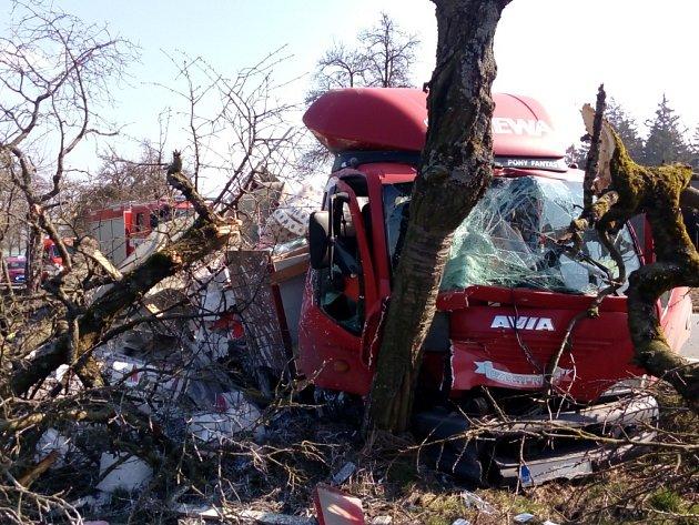 Nehoda nákladního auta u Horušan