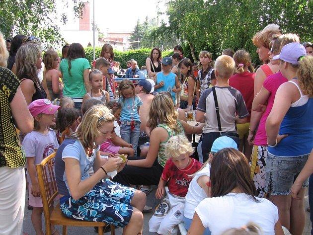Ze Dne dětí se ve Městě Touškově stala oblíbená akce, kterou navštěvují desítky dětí i dospělých a všichni se skvěle baví.