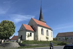 První písemná zmínka o kostelu pochází z poloviny 14. století.
