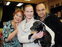 Jindřiška (vlevo), Kamila a Pavel Kikinčukovi budou v dubnu slavit doma i v Divadle Pluto, pro své fanoušky přichystali premiéru