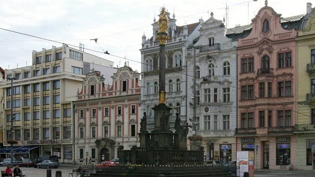 Morový sloup na náměstí Republiky v Plzni.
