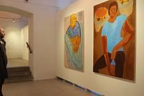 Jarča a Majda jsou obrazy Anny Strakové, které v Galerii města Plzně dominují výstavě Jiné hlasy/Jiné pokoje. Autorka patří k nejmladší generaci, která je na výstavě zastoupena. Je studentkou brněnské fakulty výtvarných umění.