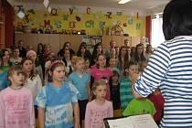 Pěvecké sbory rozezněly 5. mateřskou školou v Plzni na Slovanech.