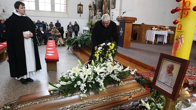 Plzeňané se v sobotu před polednem v kostele Nanebevzetí Panny Marie rozloučili s knězem Antonínem Hýžou