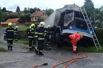 Požár náklaďáku museli zlikvidovat hasiči