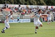 Václav Míka (na snímku vpravo) se raduje z gólu do sítě římského AS.