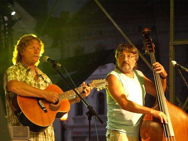 Festival Na ulici - skupina Nezmaři na náměstí Republiky