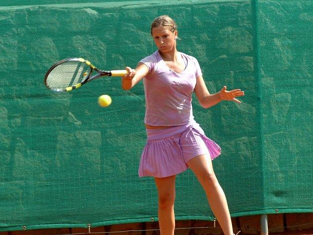 Tenistka Slavie Plzeň Klára Kopřivová došla na 37. ročníku Ex Pilsen Wilson Cupu do semifinále dvouhry, kde ji vyřadila pozdější vítězka  Francouzka Mladenovičová. Společně s Martinou Přádovou pak  patnáctiletá plzeňská tenistka vyhrála čtyřhru.