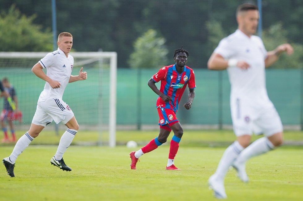 Senegalský záložník Modou Ndiaye poprvé ve viktoriánském dresu, v přípravném utkání proti Spartaku Trnava.